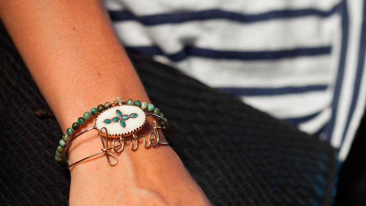 On adore cet ensemble de bijoux disponibles chez Jane de Boy