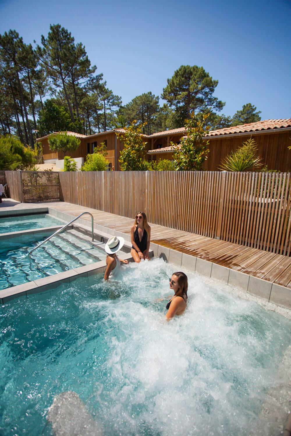 Domaine Ferret thalasso relaxation piscine exterieure