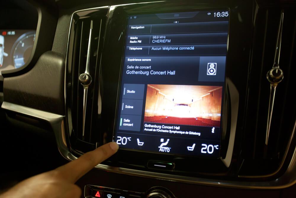 Volvo V90 CC Cap Nord écran tactile