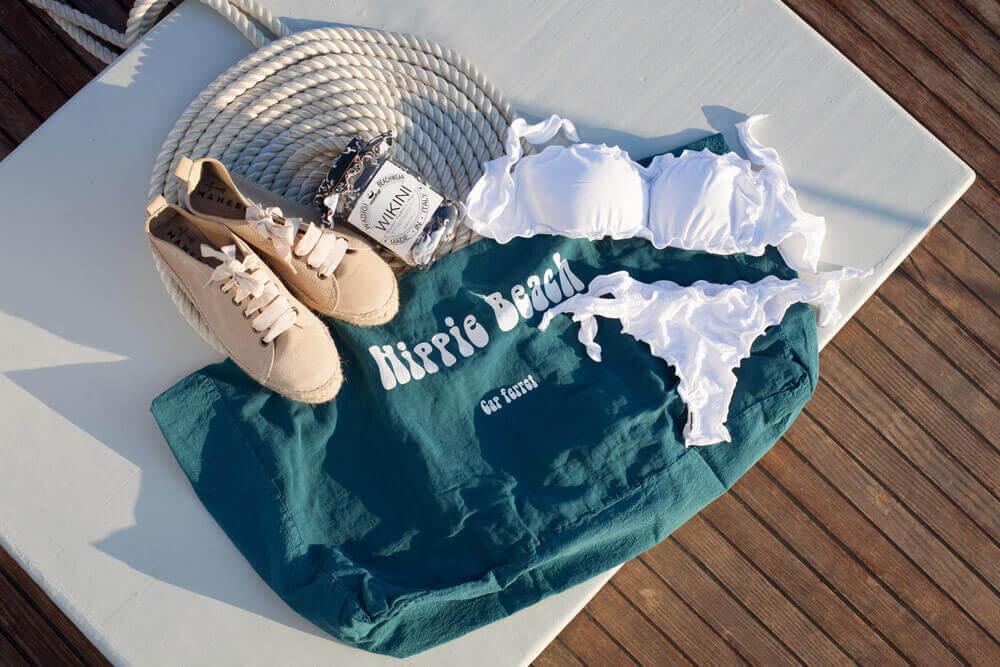 Les indispensables de l'été : maillot de bain Wikini, espadrilles manebi et sac en lin Casa Lola