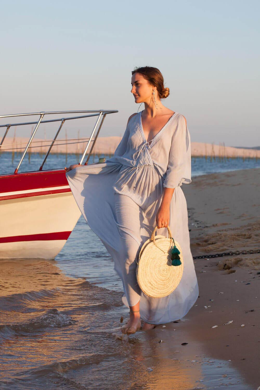 Look bohème chic de la boutique Hippie Beach / robe Les Néobourgeoises / panier rond Blue Mood