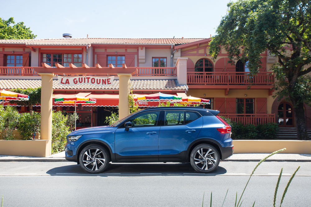 Cap Nord Automobile Volvo concessionnaire XC40 D4 R-design Cap Ferret Bassin d'Arcachon SUV Voiture De l'Année Car Of The Year ville performante City Safety Pilot Assist .