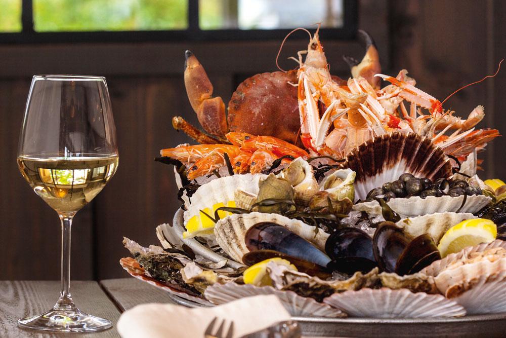 La Pleine Mer Bassin d'Arcachon Cap Ferret couple famille amis restaurant fusion food tradition local créatif gourmand plat crustacés vin fruits de mer table bien manger