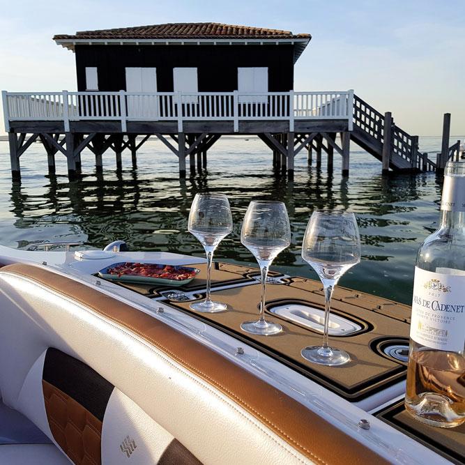 louer un bateau avec l 39 agence nautique tendance bassin. Black Bedroom Furniture Sets. Home Design Ideas