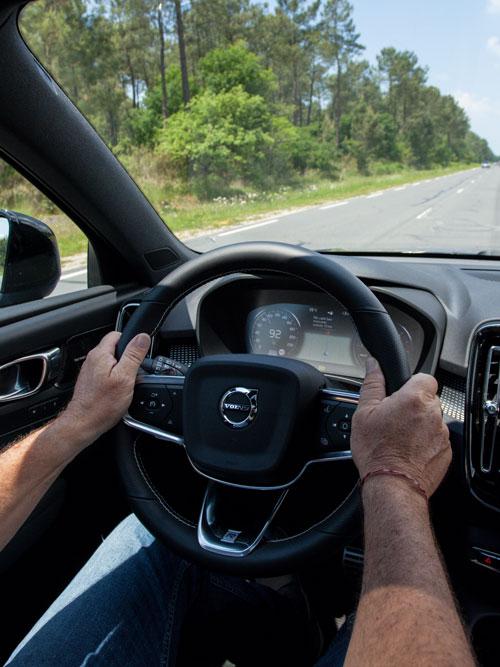 Cap Nord Automobile Volvo concessionnaire XC40 D4 R-design Cap Ferret Bassin d'Arcachon SUV Voiture De l'Année Car Of The Year habitacle performante City Safety Pilot Assist .