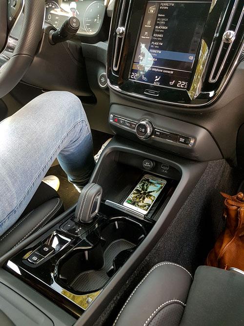 Cap Nord Automobile Volvo concessionnaire XC40 D4 R-design Cap Ferret Bassin d'Arcachon SUV Voiture De l'Année rétroviseur performante City Safety Pilot Assist