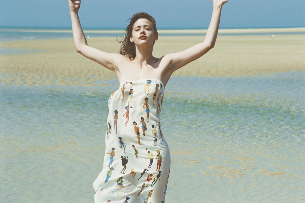GKERO Marguerite Bartherotte Bassin Cap Ferret créatrice jeune artiste vêtement mode collection tendance peinture dessin plage cabane océan surfeur femme expression robe