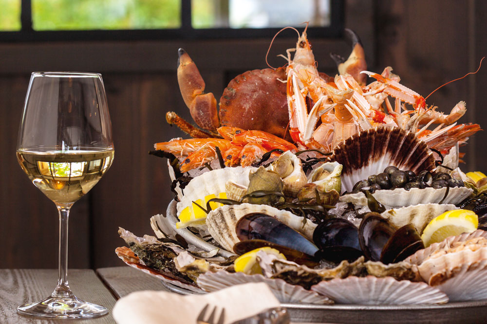La Pleine Mer Bassin d'Arcachon Cap Ferret couple famille amis restaurant fusion food tradition local créatif gourmand plat crustacés vin fruits de mer table bien manger